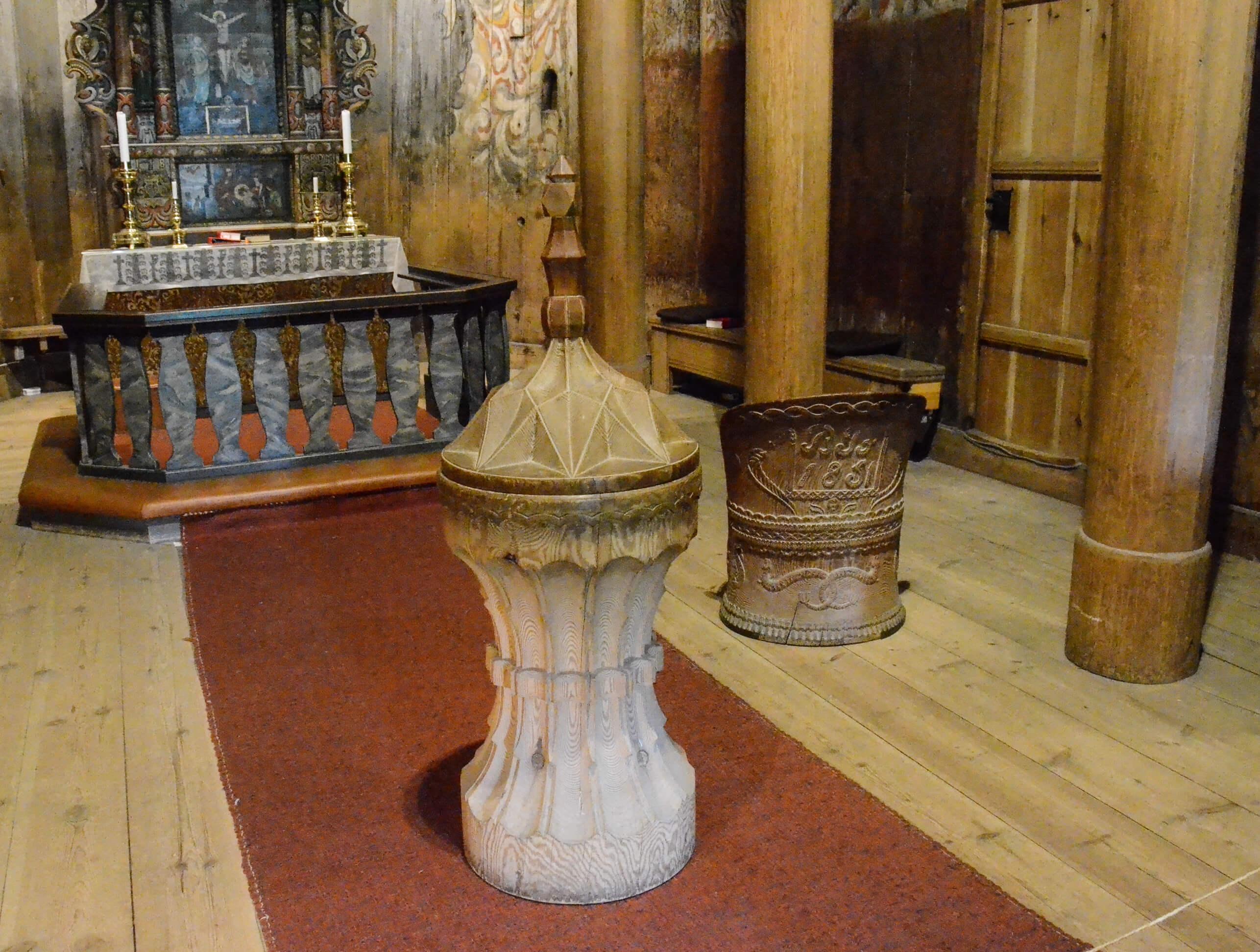 Døpefonten i Heddal stavkirke